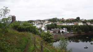 Now I see the other side of Portree. I had taken a walk along that hill directly across few days earlier. Sorry I didn't have my camera then. Especially when i came across the waterfall.
